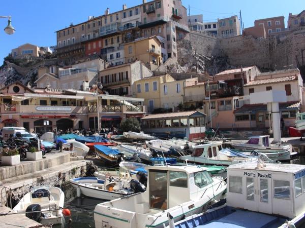 Marseille, coté plage et cabanons au Vallon des Auffes
